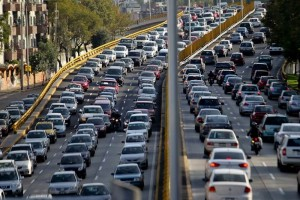 Suecia propone la prohibición de los autos a combustión fósil en Europa para 2030