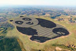 China construyó un complejo solar con forma de oso panda