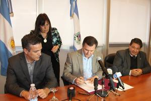 San Juan rubrica un convenio educativo con Mina Veladero