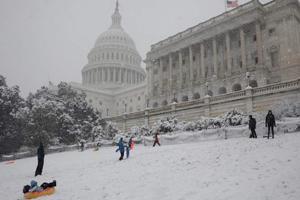 Cancelan más de 4.000 vuelos por un temporal de nieve en EE.UU.